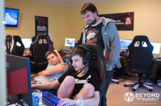 Virtus.pro and Fnatic advance to the semifinals of  DOTA Summit 8