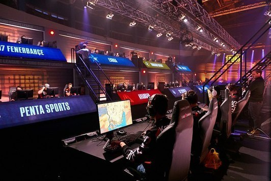 PENTA and Team Ready lead the LAN-qualifiers of PEL